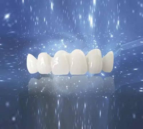 牙齿太黄太歪,连笑都不敢笑